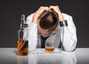 Алкоголь способствует возникновению геморроя