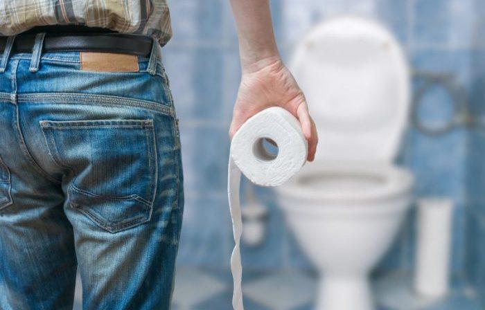 Чаще всего кровь можно обнаружить после посещения туалета