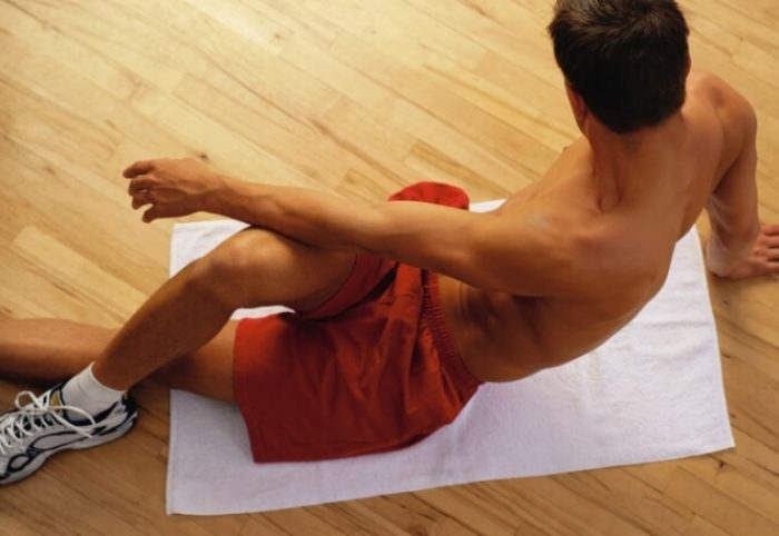 При выполнении необходимо правильно сокращать тазовые мышцы