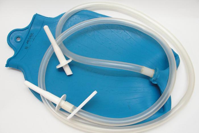Клизма - обязательная процедура для очищения кишечника перед ректоскопией
