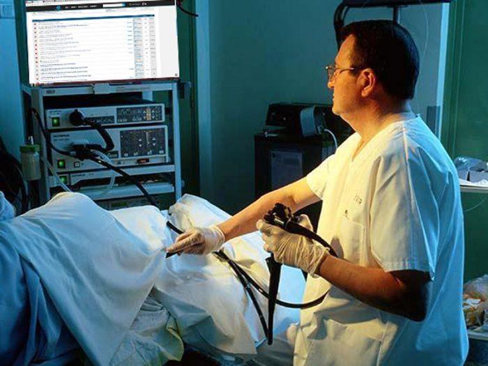 Ректоскопия позволяет выявить различные патологии прямой кишки