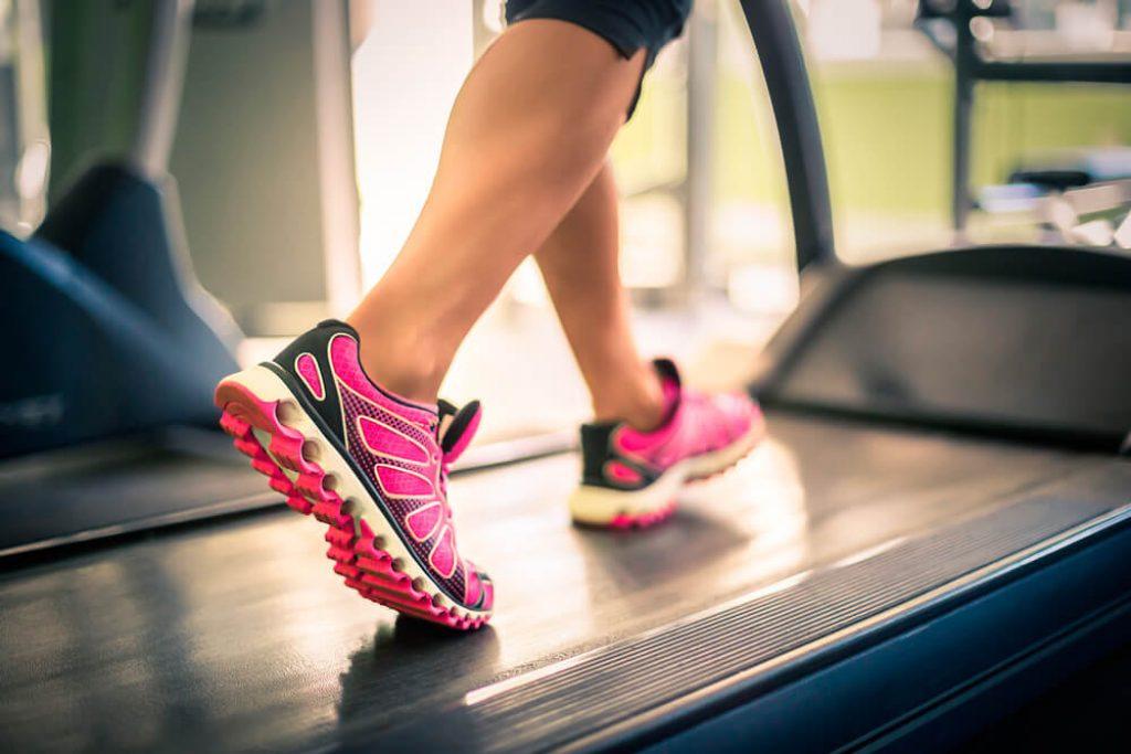 Чем полезна ходьба при геморрое? Сколько нужно ходить в день для нормализации здоровья?