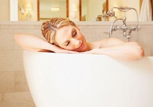 Какой водой стоит мыться и подмываться при геморрое: простые советы врачей