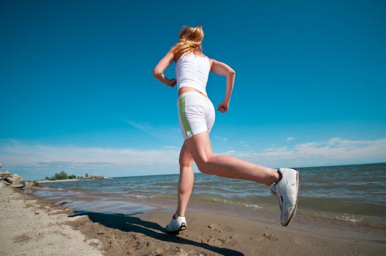 Можно ли заниматься спортом при геморрое и не навредит ли это организму? 4 полезных занятий