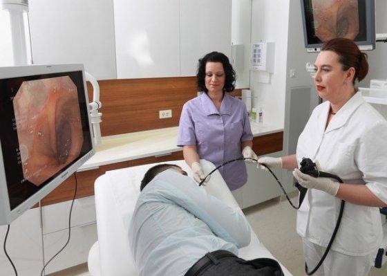 Причины и лечение резких болей в желудке