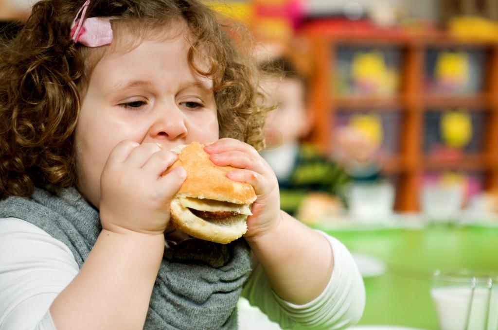 Что делать если у ребенка 3-5 лет возникают постоянные запоры?