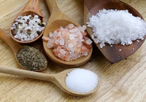 Как использовать соль для лечения геморроя?