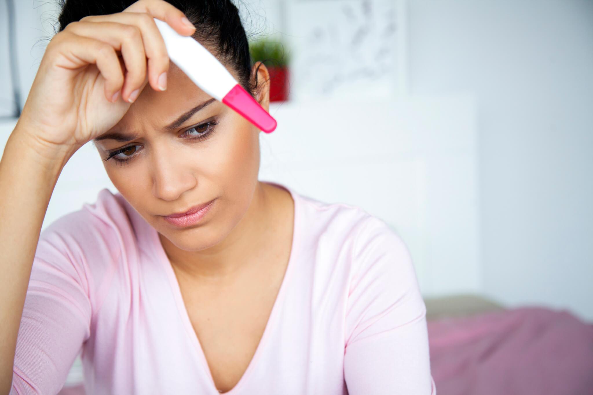 Почему болят яичники перед месячными — норма и отклонения