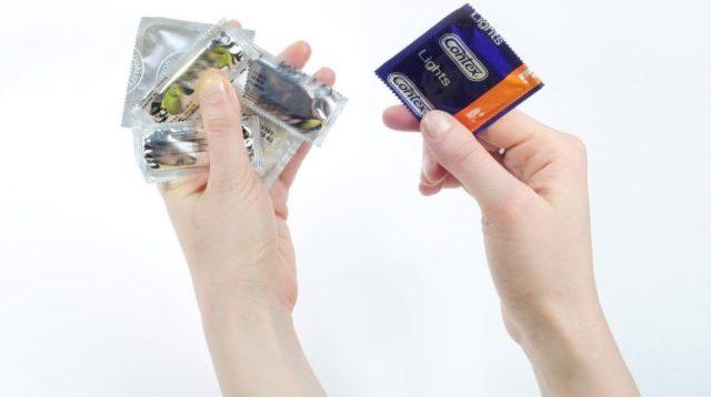 Пропадает эрекция при надевании презерватива?