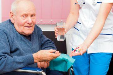 Слабительные средства для пожилых: обзор эффективных средств для ежедневного применения с быстрым действием