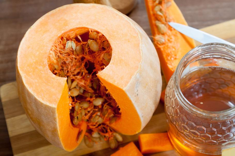 Тыквенные семечки с медом от простатита: польза и вред, рецепты, способ применения