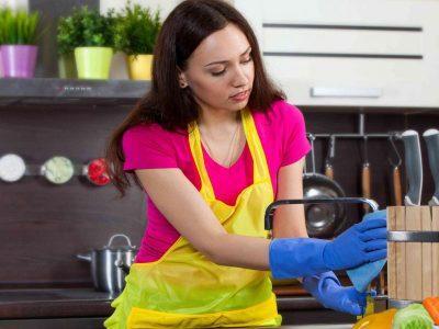 Ученые выяснили, что люди, которые пользуются услугами домработниц, счастливее других. ЛечениеБолезней.com