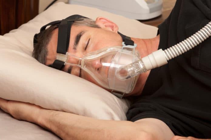 Как работают маски от храпа и кому можно в них спать?