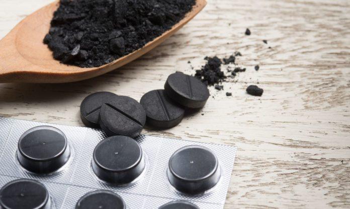 Можно ли пить активированный уголь при запоре и как в таком случае его принимать?