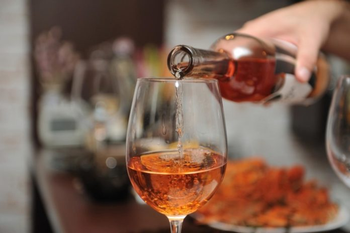 Почему нельзя пить алкоголь после коррекции зрения: ответы на основные вопросы