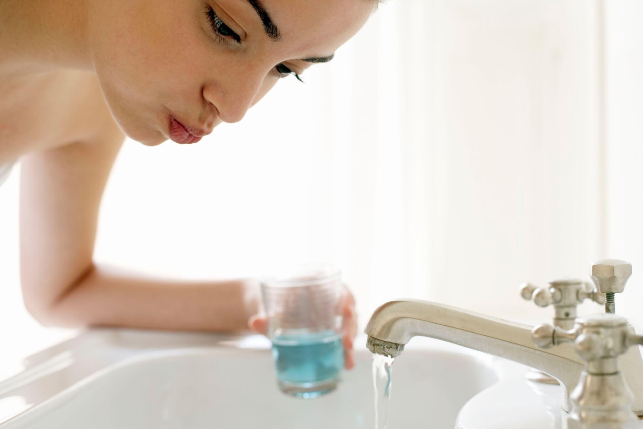 Полезные советы о том, как и чем можно полоскать рот после удаления зуба