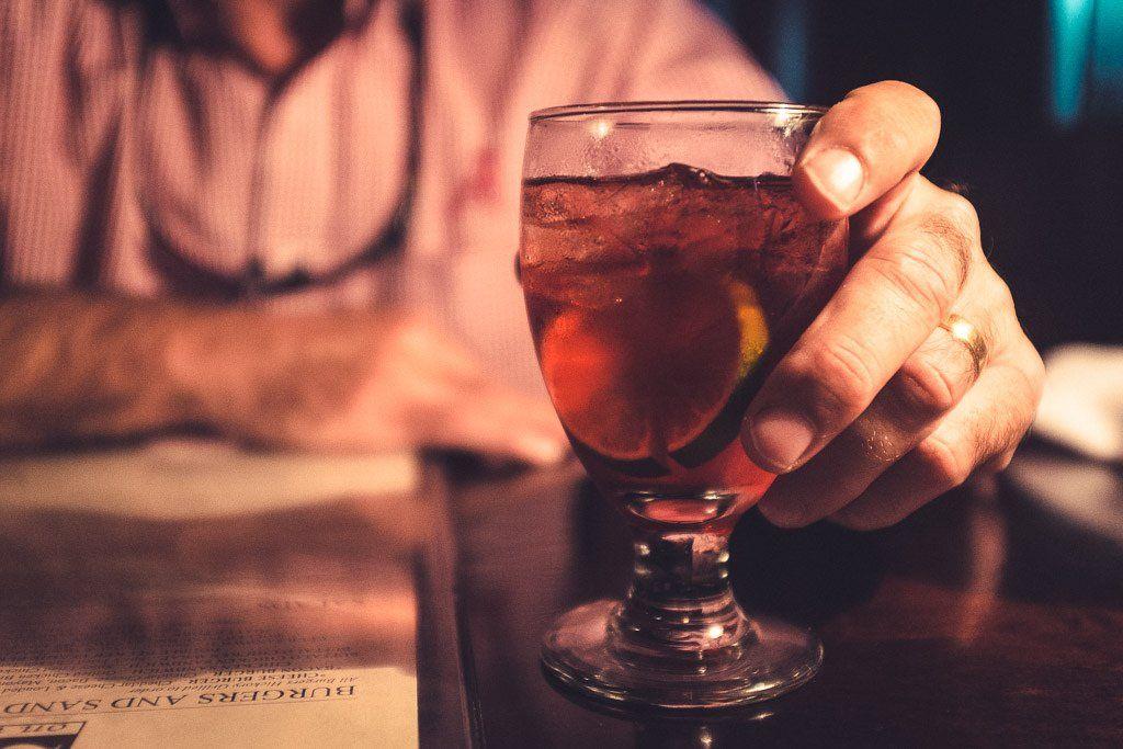 Простатит и алкоголь: влияние этанола, последствия совмещения