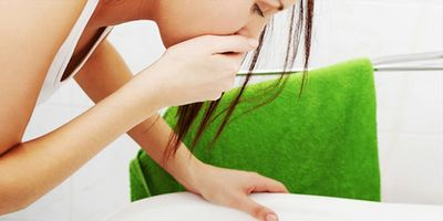 Зеленый понос у взрослого: возможные причины и лечение