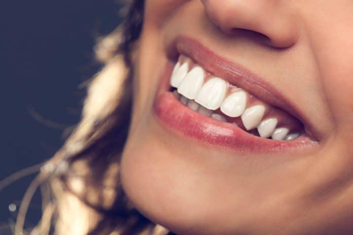 Зубы после курения: как вернуть им былую белизну и эстетику?
