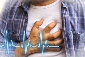 Болит середина живота – причины и диагностика