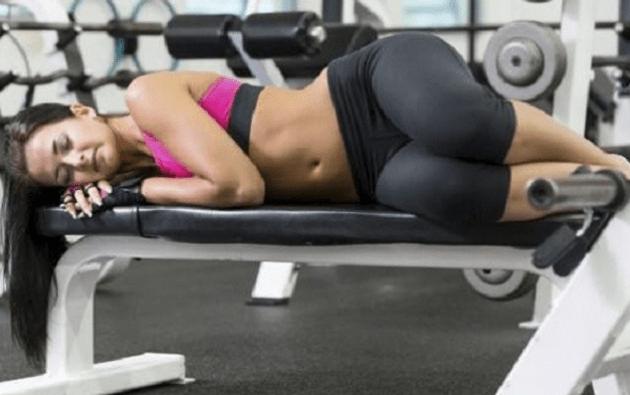 Можно ли заниматься спортом при месячных