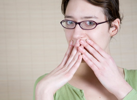 Почему появляется изжога и кислый привкус во рту