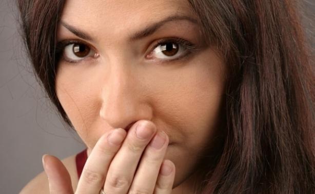Почему появляется отрыжка воздухом на голодный желудок и что делать?
