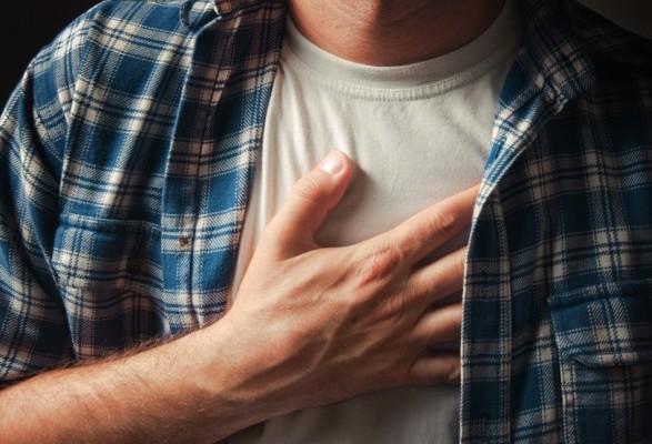 Причины появления чувства жжения в грудине слева и справа
