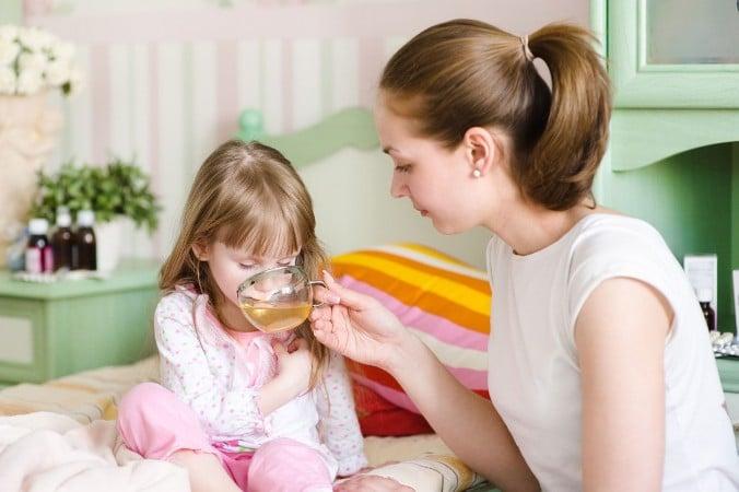 Что делать и что дать при рвоте ребенку?