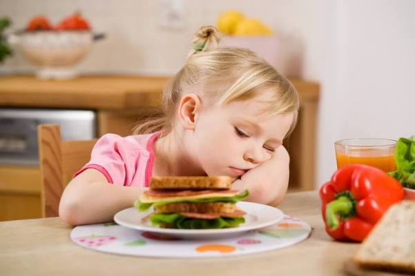 У ребенка рвота и температура — причины, дополнительные симптомы, что делать