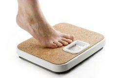 нога на весах, худеть или стройнеть