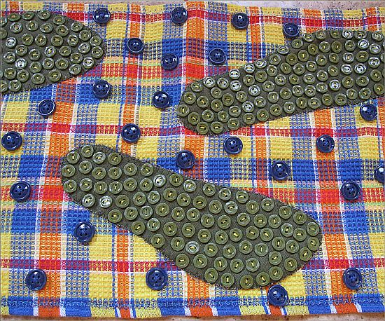 коврик для массажа со следочками из пуговиц