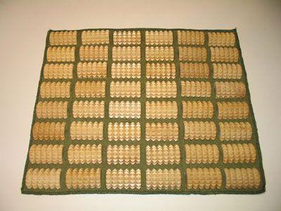 коврик из деревянных включений для массажа стоп