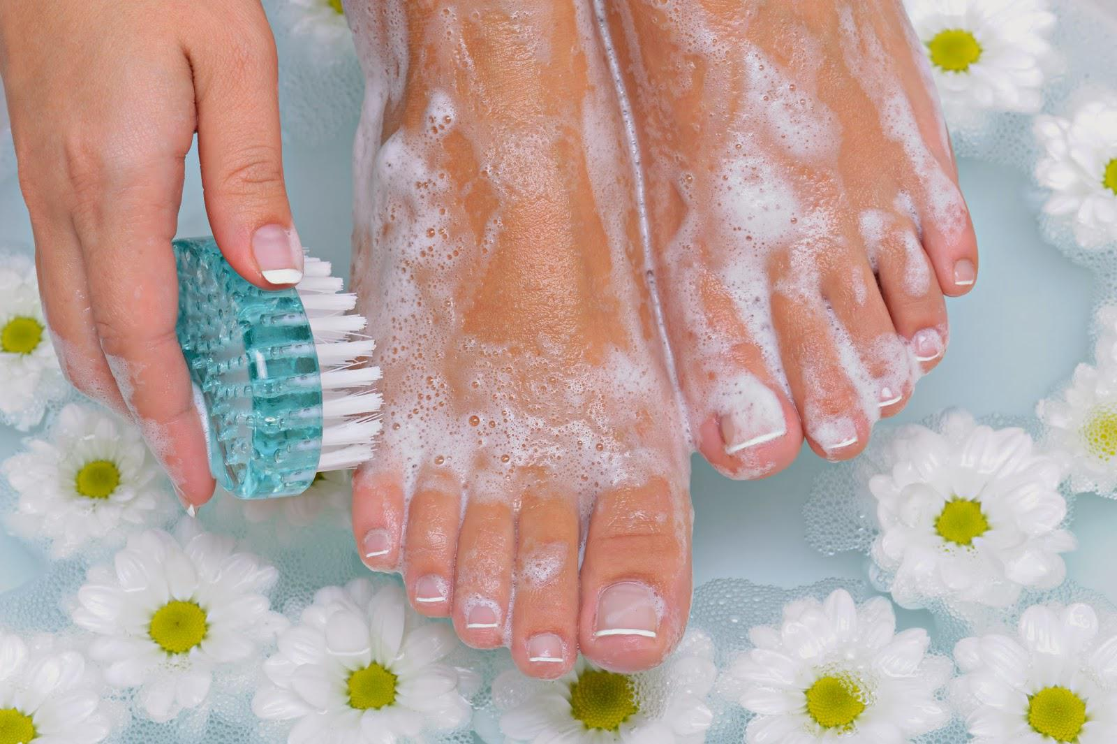 Фото: приготовление ванны для чистки ног