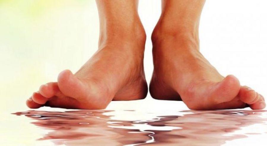 Фото: влажные ноги