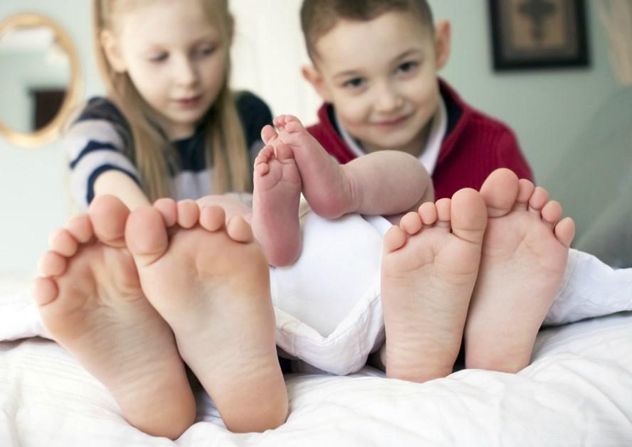 Фото: детские стопы